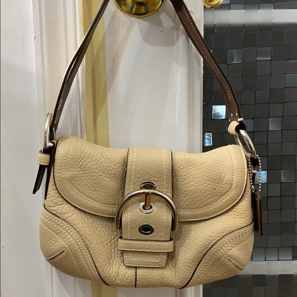 💕 Coach creme leather small hobo bag 💕